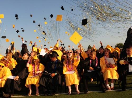 Lễ tốt nghiệp trong trường Aladema