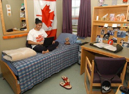 Ở ký túc xá khi du học Canada